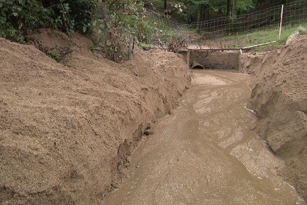 Pyrénées-Orientales - Le sable charrié lors des dernières inondations à Las Illas, ici le 17 septembre 2021.