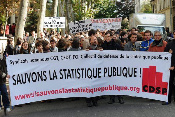 Malakoff, Hauts de Seine, le 2 novembre 2008. Manifestation des salaries de l'INSEE contre le projet du gouvernement de délocaliser 1000 fonctionnaires de la statistique publique à Metz. (Archives)