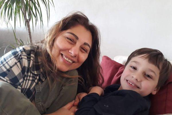 Neslihan Beaufort et son petit garçon Rémy, ont quitté la France pour la Turquie. Rémy souffre d'un trouble du spectre autistique et sera pris en charge dans le pays d'origine de sa maman.