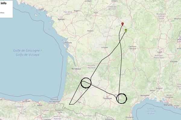 Comme le montre cette carte, l'Awacs FAF9025 a survolé le Tarn et la Nouvelle-Aquitaine en effectuant par deux fois un cercle parfait.