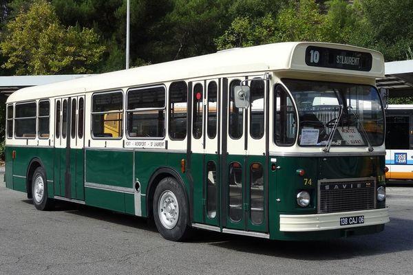 Ce bus Saviem SC10L de 1975 va parcourir une dernière fois la ligne 9/10 avant sa disparition.