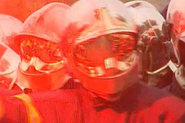 Les pompiers de l'Hérault voient rouge et manifestent devant le SDIS, à Vailhauqués.