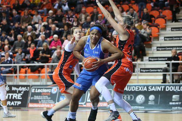 Rencontre entre Tango Bourges Basket et l'équipe de Basket Landes, le 8 décembre 2018.