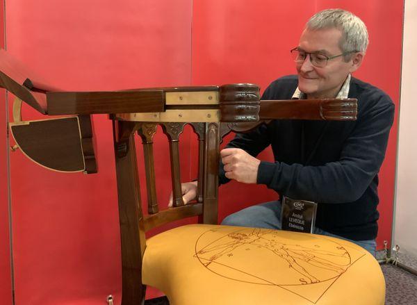 Un fauteuil de miniaturiste