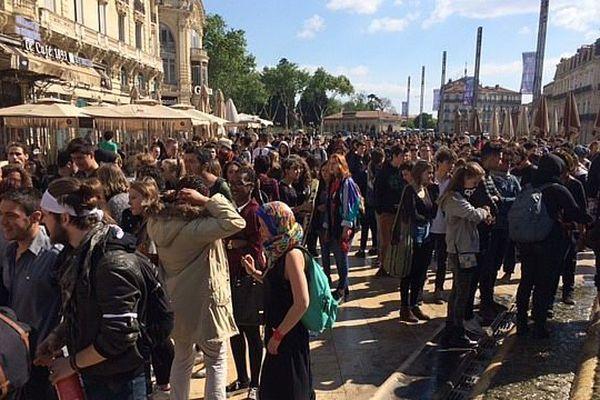 Après les vacances de printemps, les lycéens de Montpellier se remobilisent, actuellement sur la place de la Comédie.