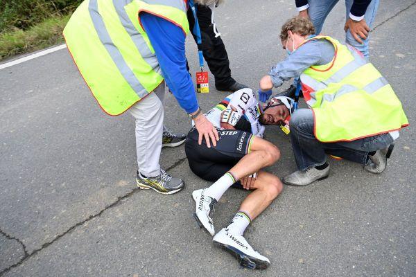 Terrible fin de saison pour Alaphilippe avec une chute, dimanche 18 octobre, sur le Tour des Flandres.