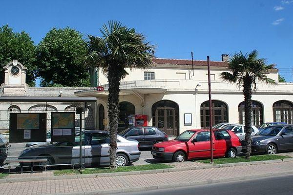 Frontignan (Hérault) - gare SNCF - archives