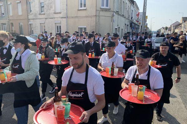 La profession aurait perdu 30% de personnel dans le Pas-de-Calais, selon Marc Lavoisier, un des organisateurs de la course des garçons de café de Calais.