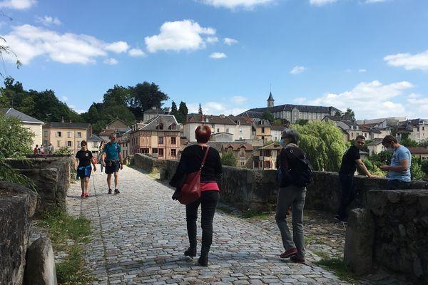 Peu de promeneurs portent un masque sur les bords de Vienne.