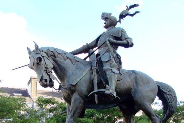 Statue équestre à Vannes d'Arthur de Bretagne, comte de Richemont, fait prisonnier à Azincourt.