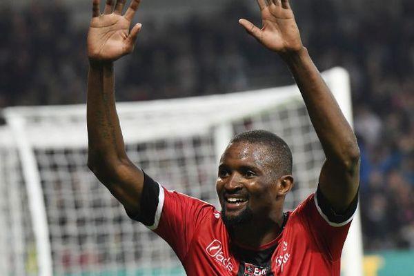 Moustapha Diallo, en fin de contrat à Guingamp, rejoint le Nîmes Olympique.