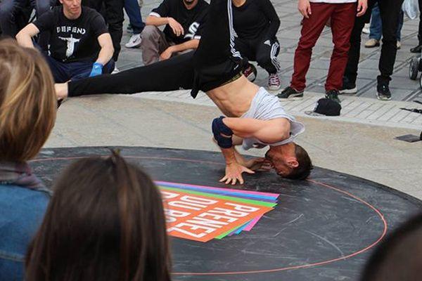 Démonstration de breakdance avant le PUMA Battle Of The Year qui a lieu samedi 23 mai 2015 au zénith de Montpellier