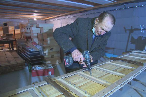 A 79 ans, Michel-Jack Chasseuil a aménagé sa cave tout seul.