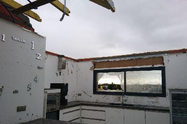 L'une des maisons ravagées du village de Serres-Sainte-Marie