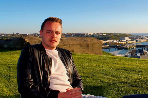 Maxime Telliez, 27 ans, barman pendant cinq ans, devait racheter un établissement à Boulogne-sur-Mer. La pandémie l'a contraint à abandonner ce projet et à changer de métier.