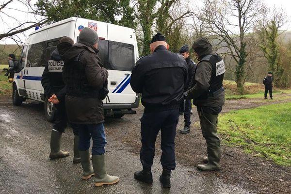 La police présente à Pont-de-Buis pour la reconstitution de l'affaire Troadec