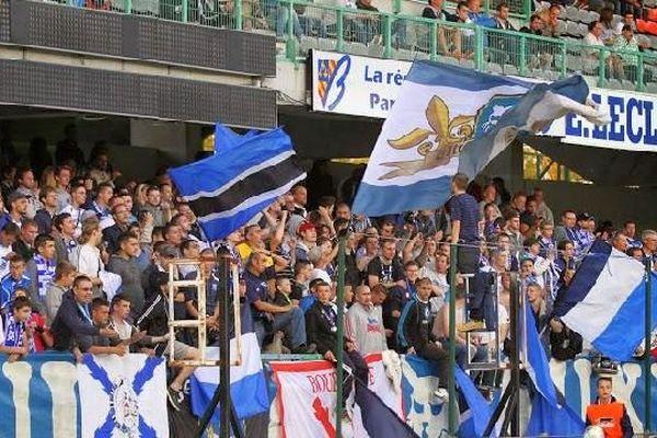 Les supporters de l'AJ Auxerre au stade Abbé-Deschamps, dans l'Yonne.