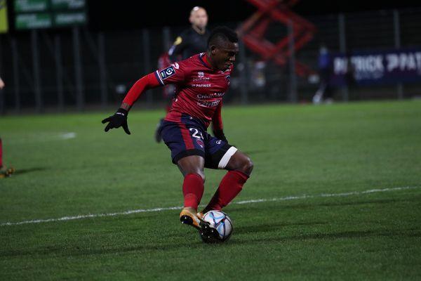Tout comme son coéquipier Cédric Hountondji, le milieu du Clermont Foot Jodel Doussou est bloqué au Sierra Leone depuis le 30 mars.