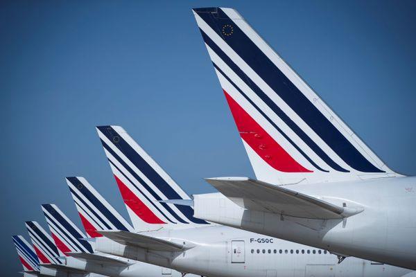 La direction du groupe Air France a annoncé ce vendredi soir la suppression de 7.580 postes au sein de la compagnie et de sa filiale régionale Hop! d'ici fin 2022.