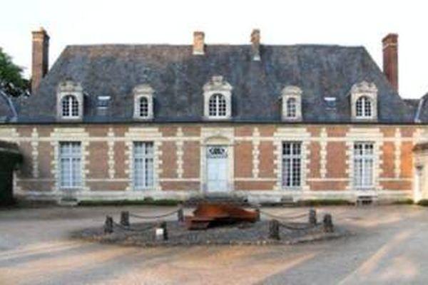 Château du Tertre-Sérigny-Belforêt-en-Perche (61), chaque année, 2 500 visiteurs viennent découvrir le château du Tertre, le parc, les jardins ; certains sur les traces de l'écrivain Roger Martin du Gard, d'autres, attirés par l'architecture.