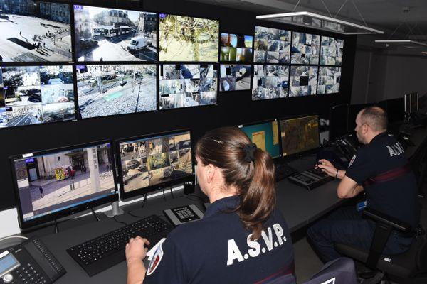 Les images des caméras de surveillance sont analysées par les agents de surveillance bordelais (décembre 2017).