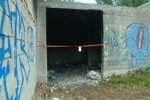 Les ruines de la maison dans laquelle un homme avait été retrouvé abattu et calciné en septembre 2012 à Septèmes-les-Vallons