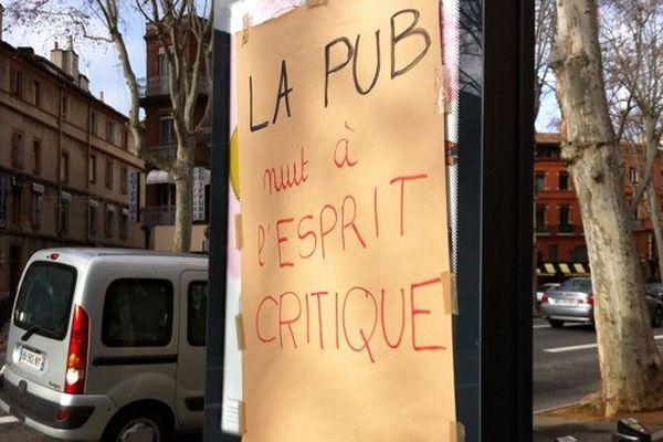 Un panneau publicitaire revisité à Toulouse.