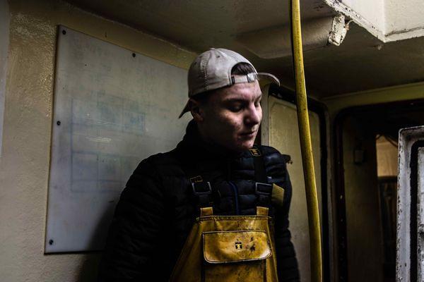 Roman Lehuche, 18 ans, vient de commencer la pêche à bord du Tangaroa, un des chalutiers de son père.