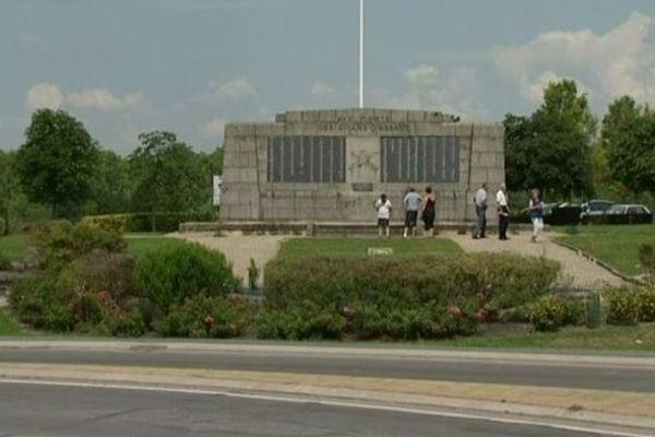Berry-au-Bac les plaques de bronze du monument aux morts dérobées