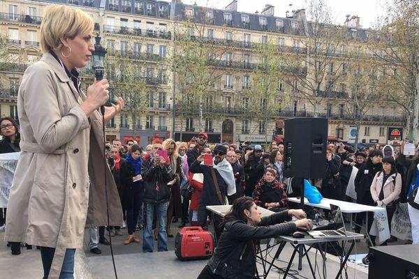 Julia lors d'un rassemblement en son soutien, place de la République à Paris.