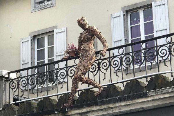 Vous les avez peut-être aperçues : à Aurillac, de mystérieuses silhouettes ont fait leur apparition depuis quelques semaines .