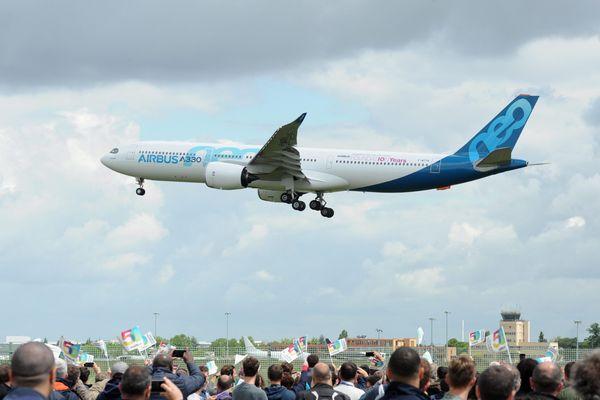 Airbus devrait annoncer dans la journée une deuxième vague de chômage partiel, qui touche déjà 3 000 personnes aujourd'hui.