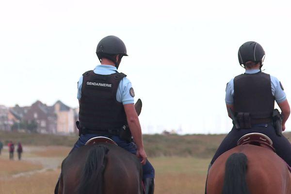 Une brigade à cheval assure la surveillance du littoral picard d'Ault à Fort-Mahon