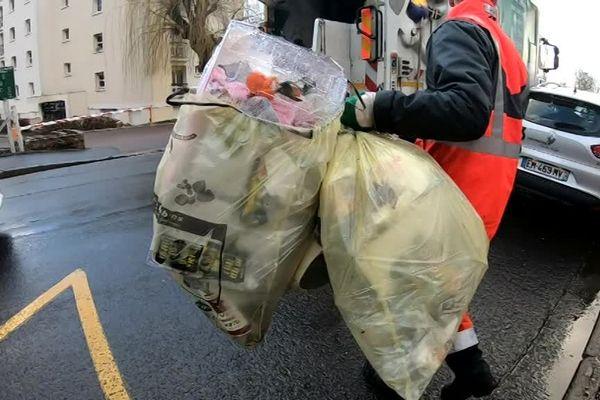 Chaque année, ce sont près de 16 000 tonnes de déchets stockés dans des sacs jaunes qui sont collectés sur l'agglomération caennaise
