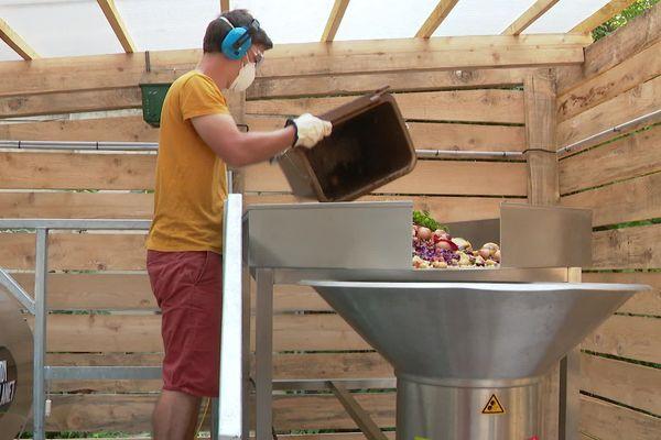 Le compostage électromécanique permet de réduire le temps de fermentation des déchets.