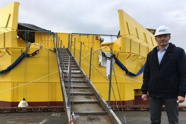 Jean-Luc Longeroche, directeur associé de Geps Techno, devant son module Wavegem amarré à Saint-Nazaire