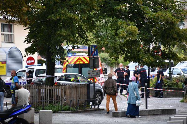 Des coups de feu ont été échangés entre un homme et des policiers place Chavanelle à Saint-Etienne