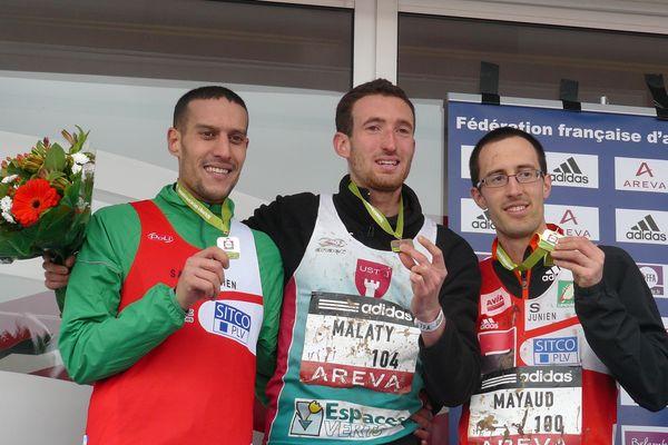 Podium des championnats de France de cross 2012 : 1er Benjamin Malaty de l'US Talence, 2ème Mohamed Belabbas de l'AS Saint-Junien, 3ème Denis Mayaud de l'AS Saint-Junien.