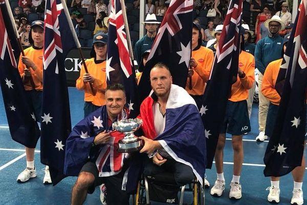 Stéphane Houdet (à gauche) et le mosellan Nicolas Peiffer à l'issue de leur victoire en finale de l'Open d'Australie, vendredi 26 janvier 2018.