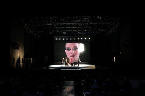La compagnie d'acrobates Circa se lance dans une nouvelle aventure d'envergure en partenariat avec l'Opéra national de Lyon, pour une mise en scène 100 % tango.