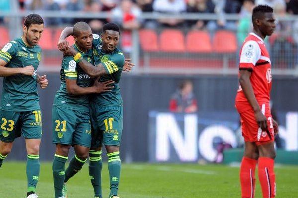 Johan Audel est félicité pour l'ouverture du score face à Valenciennes, le 20 avril 2014.