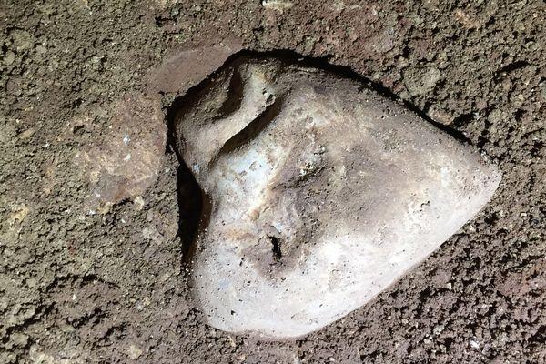 Ce cœur en plomb, découvert aux Milandes, est un reliquaire vieux de 5 siècles