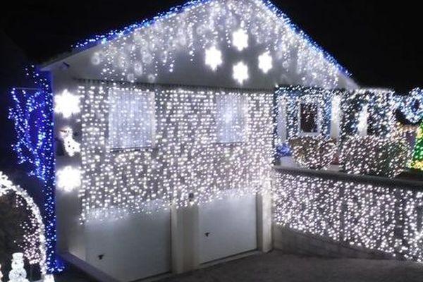 Avec ses illuminations extraordinaires, depuis 20 ans, la famille Przybylski transforme sa maison de Lantéfontaine en un véritable conte de Noël,