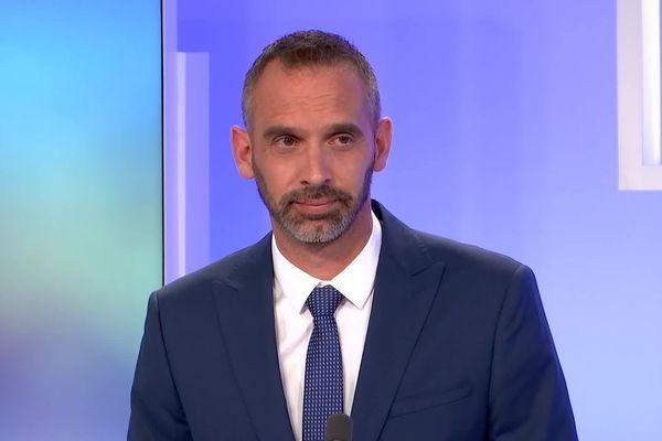 Simon Plenet, tête de liste divers gauche va s'installer dans le fauteuil de maire d'Annonay après avoir recueilli  41,95% des voix lors du second tour des Municipales du 28 juin 2020.