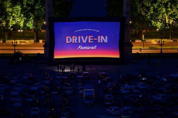 Le cinema en drive-in a commencé ce samedi 16 mai à Bordeaux et débutera le 26 mai au parc expo de Caen