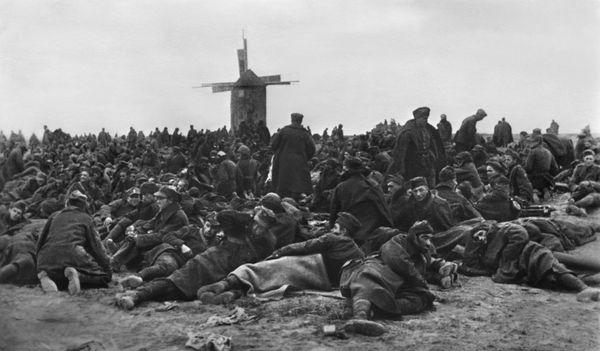 Des soldats polonais faits prisonniers par les Allemands en septembre 1939.