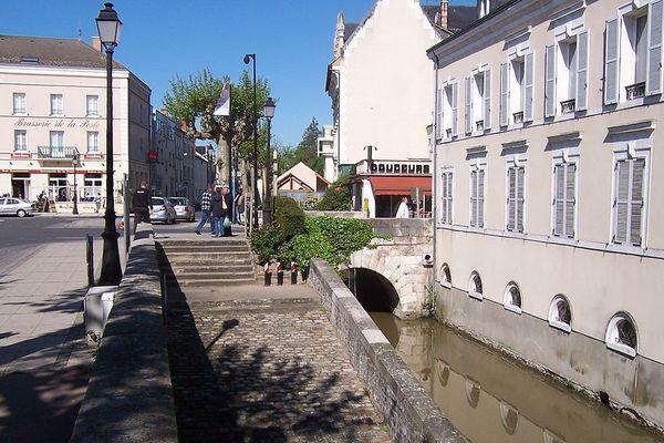 (Loiret) Montargis - Place Victor Hugo