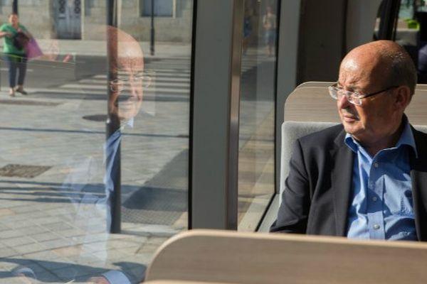 Tours le 30/08/13 - Le senateur maire de Tours Jean GERMAIN, lors de la presentation de la premiere ligne de tramway de la ville