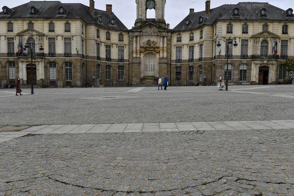 Place de la mairie à Rennes, où des mineurs ont été blessés après une bagarre