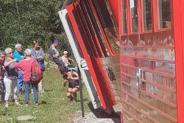 C'est la motrice du train qui est sortie du rail au niveau d'un aiguillage